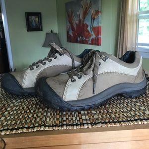 Keen 0505 leather oxford walking shoe. Size 8